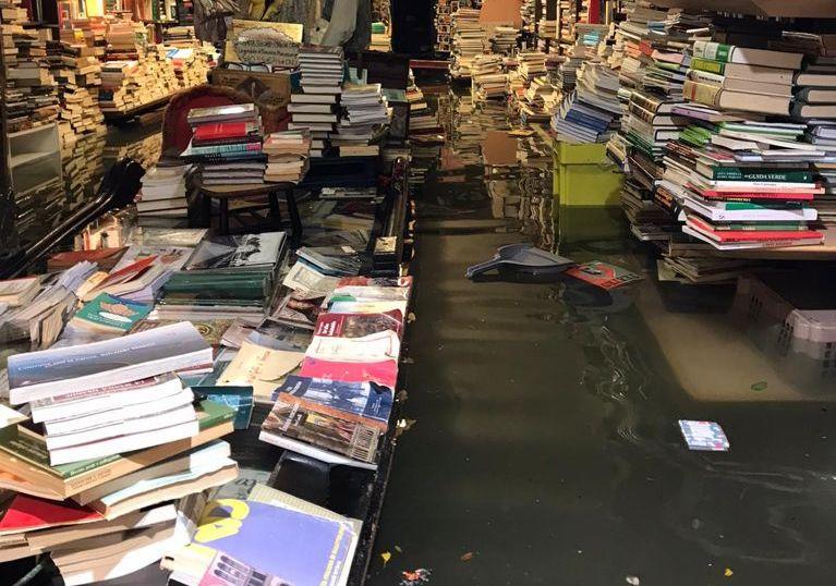 Libreria Acqua Alta, l'interno