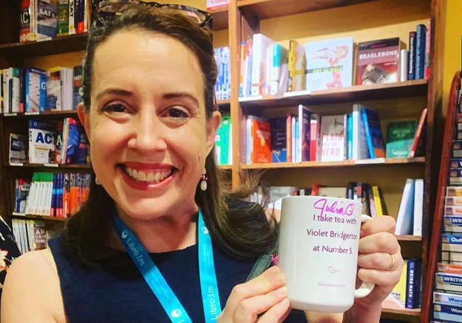 Bridgerton libri: l'autrice Julia Quinn sostiene di non poter fare a meno di un tocco umoristico nelle sue storie