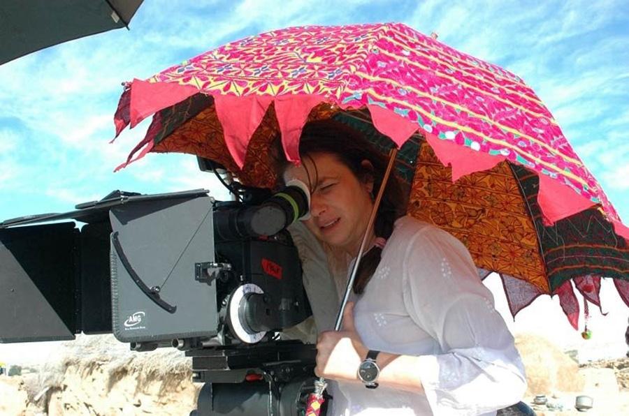 Francesca Archibugi in un momento di lavoro sul set