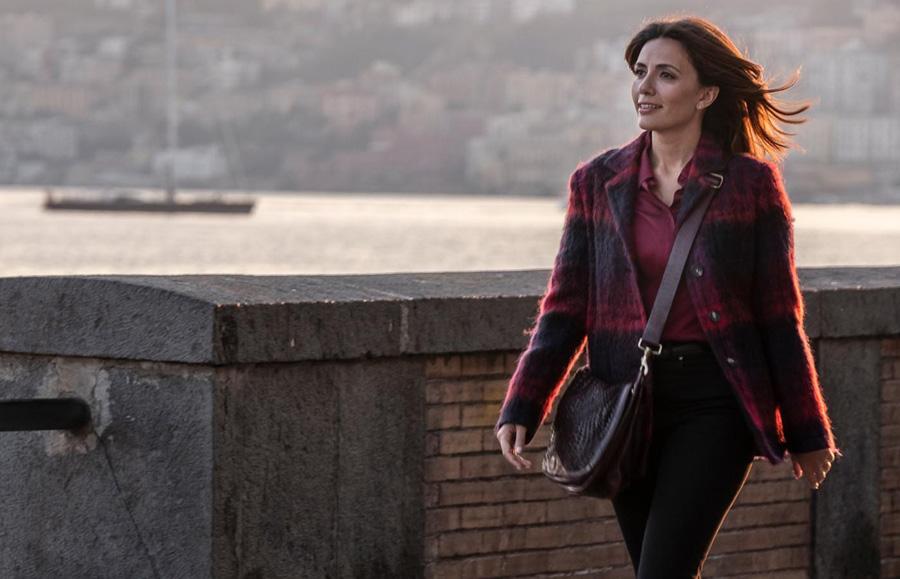 Mina Settembre, nella fiction Rai, è interpretata da Serena Rossi